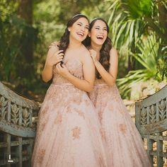 Fotos de xv años de gemelas Xv's Photos Twins http://ideasparamisquince.com/fotos-xv-anos-gemelas/ #Fotosdexvañosdegemelas