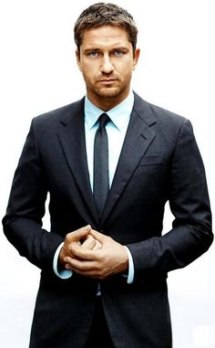 Gerard Butler in a suit, on a box with a fox, yes i will take you please!  OMG! Those eyes!!!