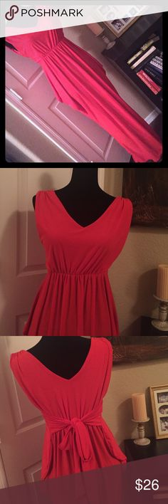 """V neck maxi Back/front/side tie. Folds over hips. Around 52"""" long. 17"""" armpit/armpit. Very stretchy. It doesn't have a tag, but if memory serves.. It's a M Dresses Maxi"""