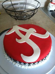 Alabama Cake -Roll Tide Not just pretty. It tasted yummy also! Love some red velvet! Alabama Grooms Cake, Alabama Cakes, Dessert Ideas, Cake Ideas, Football Cakes, Wedding Stuff, Wedding Ideas, Graduation Parties, Sweet Home Alabama
