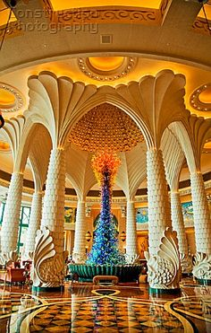 HOTEL INTERIOR DUBAI | Dubai. Lobby, entrance and reception hall, Atlantis Hotel on The Palm ...