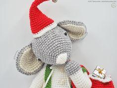 Pattern Free Amigurumi Roger the Christmas Mouse... Come to know us for our facebook and website. Patrón gratis Amigurumi Roger el ratón de Navidad... Pasa a conocernos por nuestro facebook y sitio web. https://www.tarturumies.com https://www.facebook.com/Tarturumies/