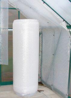 Diese dreilagige, UV-stabilisierte Luftpolsterfolie ist ideal für die Isolierung eines Gewächshauses von innen oder außen und vieles andere mehr.