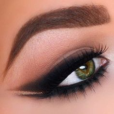 Smoked Out Winged Liner on Green Eyes - 31 eye make up looks for green eyes Pretty Eye Makeup, Pretty Eyes, Gorgeous Makeup, Amazing Makeup, Eyeshadow For Green Eyes, Makeup Looks For Green Eyes, Green Makeup, Hooded Eye Makeup, Eye Makeup Tips