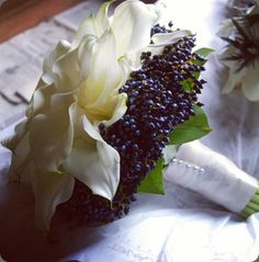 Striking black and white bouquet - privet - Planet Flowers #blackwhite #bouquet #wedding