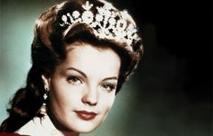 Sissi - Romy Schneider 30. Todestag - Ihr großer Durchbruch folgte mit 'Sissi, die junge Kaiserin'. 1955 feierte der erste Teil Weltpremiere. Vor allem in Deutschland wurde Romy Scheider lange Jahre auf diese Rolle festgelegt...