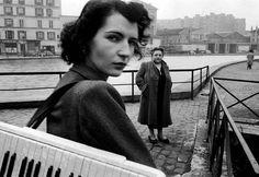 Accordion Girl - Robert Doisneau Photogrpaher