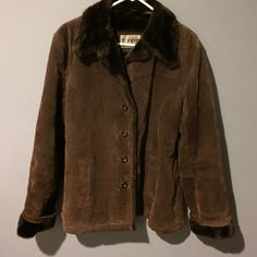 Frye Brown Suede Leather w/Faux Fur Jacket Medium Women's Vintage Brown Suede Jacket. Faux Fur lined. Size Medium. Tiny tiny tear on right top sleeve-barely noticeable. Heavy. No trades Frye Jackets & Coats