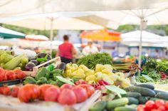 5 rad, jak spolehlivě nakoupit nejlepší lokální bioprodukty #bio #farmmarket #farmarskytrh #biopotraviny #zdravi #health Organic Vegetables, Fruits And Veggies, Organic Plants, Dietary Guidelines For Americans, Food System, Sustainable Food, Mindful Eating, Farmers Market, Food Network Recipes