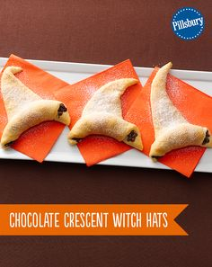 Easy to make Halloween Wicked Witch hats. Crescent rolls and chocolate, how can you go wrong? These delicious treats will be swept away within minutes. So Yummy! halloween food and drink Halloween Desserts, Halloween Chic, Halloween Goodies, Halloween Food For Party, Holidays Halloween, Happy Halloween, Easy Halloween Treats, Samhain Halloween, Halloween Dinner