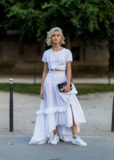 45 Elegant White Skirt To Look Cool And Fashionable Women always look great in a skirt that is made well according to their figure. The skirts may be long, […] Street Style Fashion Week, Look Street Style, Modest Fashion, Fashion Outfits, Womens Fashion, Luxury Fashion, Skirt And Sneakers, White Sneakers, Christmas Party Outfits