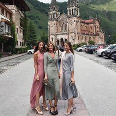 "168 Me gusta, 2 comentarios - El Espejo De Amelia✨ (@elespejodeamelia) en Instagram: ""Estilazo puro y duro en la casa de la Santina✨ #covadonga #asturias #inspiration #invitadaboda…"" Star Fashion, Girl Fashion, Wedding Guest Looks, Royal Clothing, Modest Skirts, Looks Chic, How To Make Clothes, Party Looks, Church Outfits"