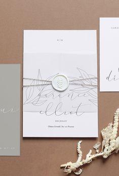 Découvrez notre faire-part de mariage 'Canopée'. Ce modèle comprend 4 éléments : un faire-part, un marque-page, un calque, une invitation. Le calque enveloppera votre faire-part et lui apportera une touche d'élégance et d'originalité. Liez le tout avec un joli ruban et scellez par un cachet de cire.