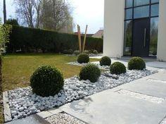 Contraste con grava blanca jardin pinterest gravel - Decoration entree maison exterieur ...