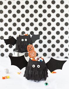 diy bat treat bags for halloween Diy Halloween Trick Or Treat Bags, Diy Halloween Treats, Halloween Goodies, Halloween Items, Halloween Projects, Halloween Party Decor, Holidays Halloween, Manualidades Halloween, Paper Candy