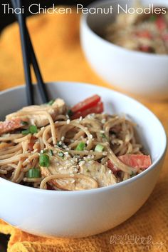Thai Chicken Peanut Noodles a simple 30 minutes meal packed with Asian flavor | www.joyfulhealthyeats.com