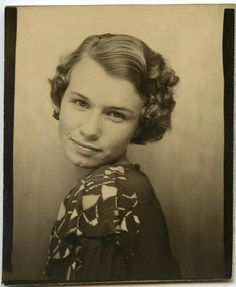 vintage everyday: Short Curly Hair – The Popular Fashion Hairstyle of Girls in… – hair styles Short Curly Hair, Curly Hair Styles, 1930s Hair, Vintage Photo Booths, Photos Booth, Poses, Vintage Hairstyles, Vintage Pictures, Vintage Photographs