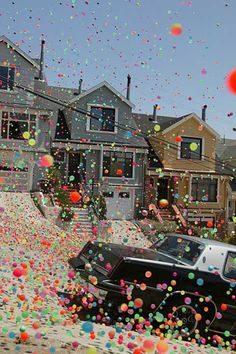 Sony BRAVIA LCD & 3LCD, with a short film featuring coloured bouncing balls, bouncing down the streets of Russian Hill in San Francisco.