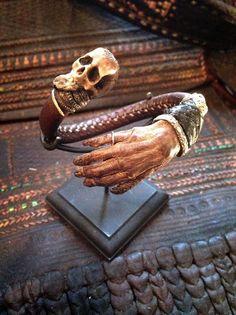 #sharespirit#monkey#hand#skull#snake#antique#bangle#mexico 小猿の手首にヘビ、スカルのバングル