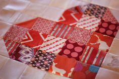SCRAPPY HEART BLOCKS A tutorial from Crimson Tate :: Modern Quilter Finished block size: 14″ square Supplies ½ yard of lightweight interfacing per block oodles of scraps of whites and reds (o…