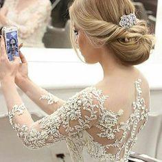Lindíssima!! Via: @safir_rrr #noivasonhante #vestido #vestidos #vestidodenoiva #noiva #noivas #noivalinda #voucasar #meudia #linda #amor #felicidade #diafeliz #detalhes #casamento #meucasamento #casar #casei #casamentos #prontaparaosim #entradadanoiva #weddingday #wedding #weddings #weddingdress