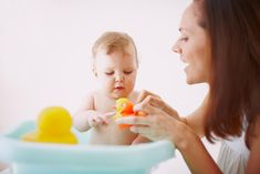 Les jouets de bain de votre bébé traînent en permanence dans la baignoire et peuvent parfois s'encrasser. Ils ont donc besoin d'un bon nettoyage de temps en temps. Explications.