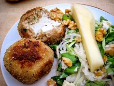 Diese feinen Putenfrikadellen mi Ziegenfrischkäse-Füllung sind die perfekte Begleitung zu einem sommerlichen Salat. Laden Sie sich kostenlos dieses oder andere von Hildegard von Bingen inspirierte Rezepte kostenlos bei Vivat! herunter.