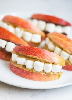 Our favorite Halloween snack ideas for school .cute, easy, non-candy ideas that kids will love! Pumpkin vegetable platter +our favorite Halloween snack ideas for school .cute, easy, non-candy ideas that kids will love!How did Halloween Comida De Halloween Ideas, Halloween Snacks For Kids, Halloween Dinner, Snack Ideas For Kids, Easy Halloween Food, Snacks Ideas, Snacks Recipes, Lunch Ideas For School, Easy Halloween Appetizers