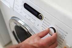 The washing machine is very practical for the maintenance of household linen. See how to choose your washing machine & how to identify the selection criteria. Household Cleaning Tips, Cleaning Hacks, Clean Shower Curtains, Soap Scum, Shower Liner, Laundry Hacks, Bathroom Cleaning, Cleaning Faucets, Cleaning Solutions
