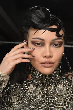 Runway Beauty: Metallics at The Blonds A/W 2017 – Makeup For Life