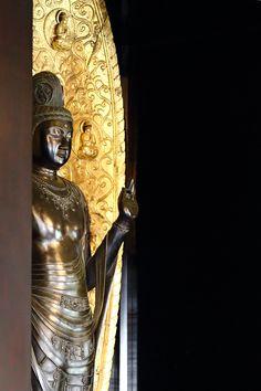 buddhabe: at Yakushi-ji, Nara, Japan. Buddhist Temple, Buddhist Art, Japan Art, Japan Japan, Temple Bells, Meditation Exercises, Wakayama, Buddha Buddhism, Taoism