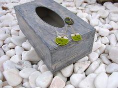 cm2 customiser une bo te mouchoirs de no l avec de la peinture une bo te en carton de chez. Black Bedroom Furniture Sets. Home Design Ideas