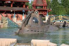 Les Mystères du Nautilus : Amarré dans le lagon de Discoveryland, le plus célèbre des sous-marins de science-fiction attire inexorablement le regard des visiteurs. Vous visiterez ce vaisseau des mers qui fut dirigé par le Capitaine Nemo...