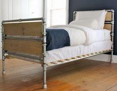 A dream-worthy DIY pipe bed