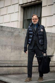 2017-01-27のファッションスナップ。着用アイテム・キーワードは40代~, ウールパンツ, カーディガン, シャツ, ジャケット, スラックス, ダウンベスト, チャッカブーツ, テーラード ジャケット, デニム・ダンガリーシャツ, バッグ, ブーツ, メガネ,Moncleretc. 理想の着こなし・コーディネートがきっとここに。  No:191914
