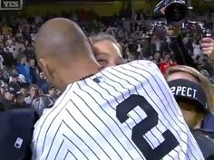 Derek Jeter's Girlfriend Hannah Davis Hugs Him On Field After Last Game –Watch
