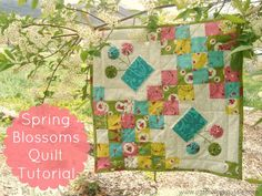 Spring Blossoms Small Quilt Tutorial #yoyo #freepattern | patchwork posse