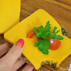 Vegan pumpkin cheese [nussfrei, sojafrei] ⋆ Naturita by Margarita Healthy Vegan Snacks, Healthy Sweet Treats, Vegan Food, Detox Recipes, Raw Food Recipes, Margarita, Fromage Vegan, Vegan Challenge, Valeur Nutritive