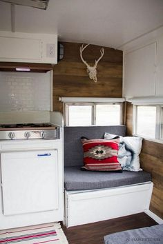 25 Creative Picture of Gorgeous Shasta Vintage Camper Trailer Remodel Ideas. Evaluate whether you wish to construct a camper out or do you desire a finished one and just start having fun immediately. When a camper is hooked to . Diy Interior, Rv Interior Remodel, Vintage Camper Interior, Trailer Interior, Camper Renovation, Camper Remodeling, Airstream Interior, Teardrop Camper Interior, Interior Design
