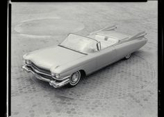 1957 Cadillac Fleetwood Eldorado Brougham In 1957, the flagship Eldorado Brougham stands out with features like power driver's seat with memory, air suspension, aluminum wheels and separate heating for the front and rear seats.