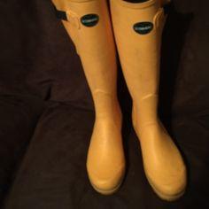 Le Chameau yellow rain boots. France Le Chameau tall rain boots, made in France. Golden yellow Le Chameau Shoes Winter & Rain Boots