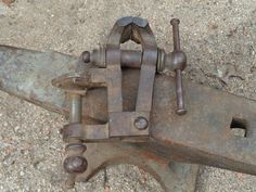 Antique Tools, Old Tools, Blacksmith Tools, Welding Art, Toot, Blacksmithing, Clamp, Wrought Iron, Metal Working