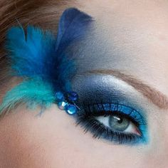 It's always time for Carnival with this Peacock inspired fantasy eye makeup. It's always time for Carnival with this Peacock inspired fantasy eye makeup. , It's always time for Carnival with this Peacock inspired fantasy eye makeup. Peacock Makeup, Bird Makeup, Eye Makeup Art, Beauty Makeup, Mermaid Makeup, Halloween Eye Makeup, Maquillage Halloween, Pfau Make-up, Mascara
