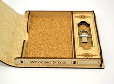 Usb caja de la foto. Boda foto boda USB caja historia de la Laser Cutter Ideas, Laser Cutter Projects, Wooden Wedding Guest Book, Usb Box, Laser Cut Box, Wedding Boxes, Wedding Favors, Laser Cutting Machine, Favors