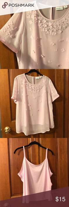 Liz Claiborne Petite sheer flowered shirt This pale pink shirt is a sheer short sleeve blouse with flowers on it. Liz Claiborne Tops Blouses