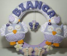 Porta maternidade decorado com corujinhas, passarinhos, flores e borboletas.    Disponível em outros temas e cores também.    Verifique o prazo para produção antes de efetuar a compra. R$ 140,00