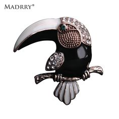 Madrry Gothic Crystals Eagle Brooches For Man Kids Cool Black Bird Broches Antique Gold Lapel Pin Sweater Shirt Coat Clip Joyas