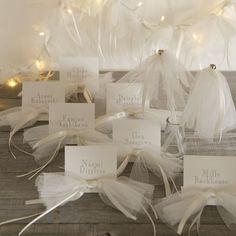 チュール一枚あるだけで、使い道はさまざま♡ふわふわチュールで作りたいウェディング小物8選♡にて紹介している画像 Wedding Notes, Wedding Place Cards, Wedding Paper, Wedding Table, Diy Wedding, Wedding Images, Wedding Designs, Engagement Cards, Wedding Confetti
