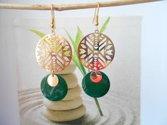 boucles d'oreilles chevron doré sequin vert foncé Chevron, Drop Earrings, Etsy, Christmas Ornaments, Holiday Decor, Jewelry, Handmade Gifts, Ears, Unique Jewelry