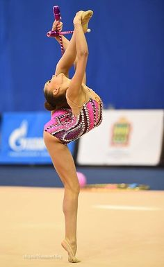 Arina AVERINA (Russia) ~ Clubs @ Russian National Championship 2017  @ Penza  Photographer Oleg Naumov. Gymnastics Photos, Gymnastics Photography, Sport Gymnastics, Artistic Gymnastics, Rhythmic Gymnastics Leotards, Young Gymnast, Gymnastics Flexibility, Simone Biles, Aerial Dance